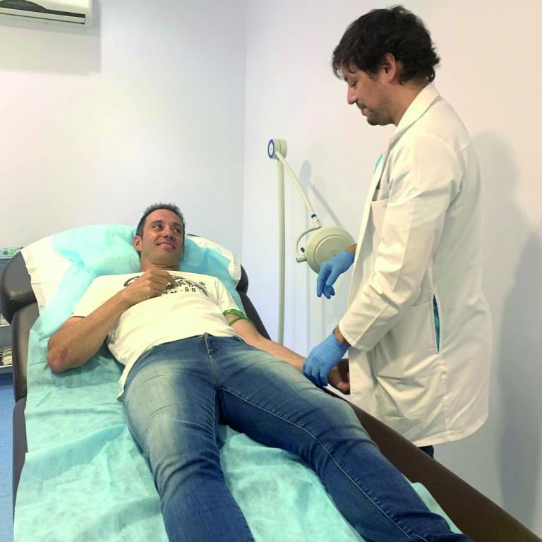 mini gerard farres - La robótica llega a la implantología capilar