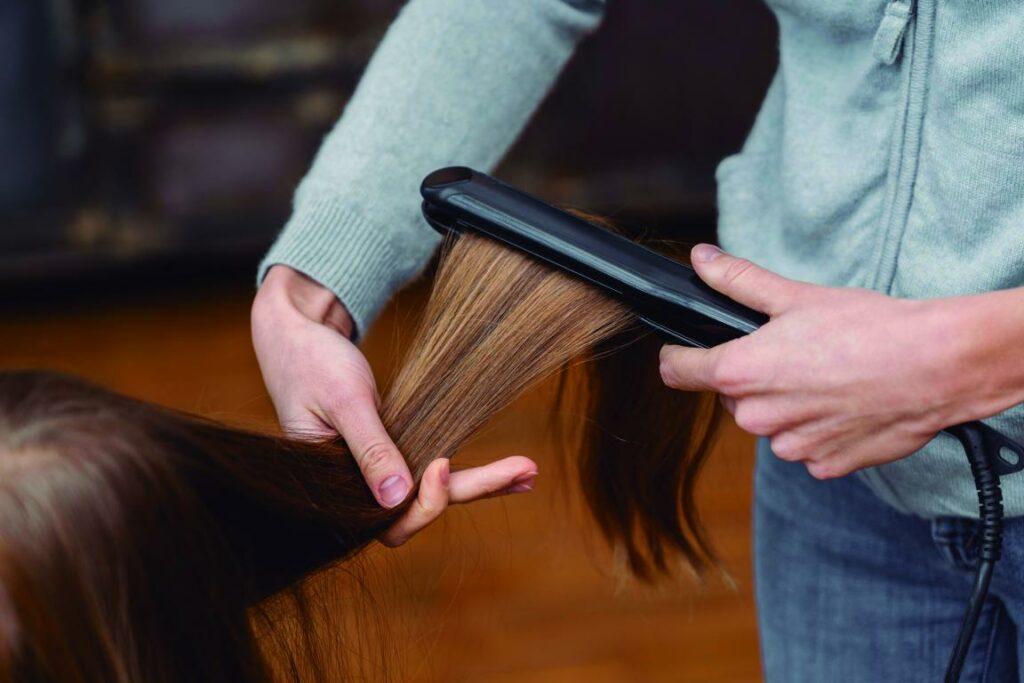 mini little girl getting her hair straightened 1024x683 - Melena Extralisa